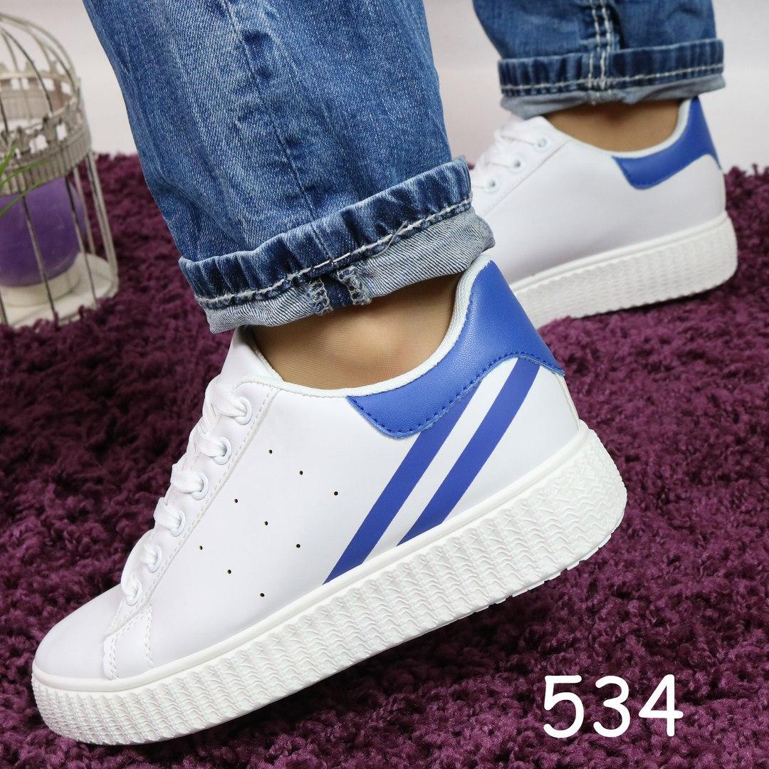 Женские кроссовки на рифлёной подошве белые с синей пяткой