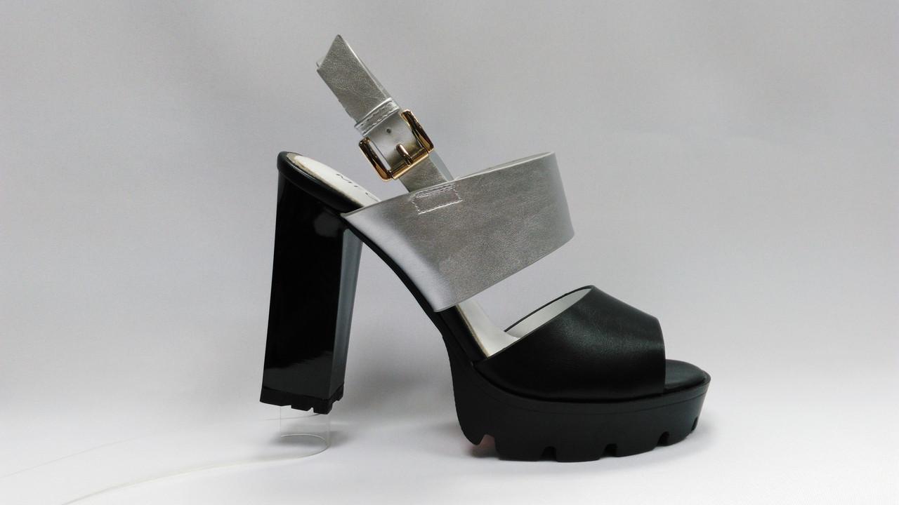 Босоножки на устойчивом каблуке .