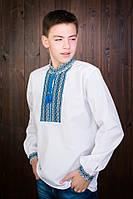 Красивая детская рубашка с синей вышитой нашивкой