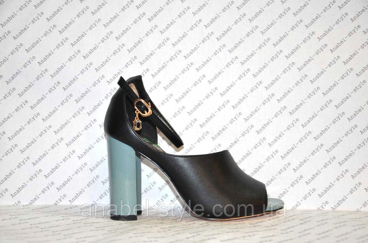 Босоножки на толстом устойчивом каблуке стильные черного цвета