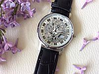 Наручные часы с оригинальным дизайном. Черные