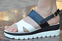 Босоножки, сандали на платформе летние женские белые с черным изысканые.
