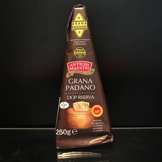 Итальянский твёрдый сыр Grana Padano 250г