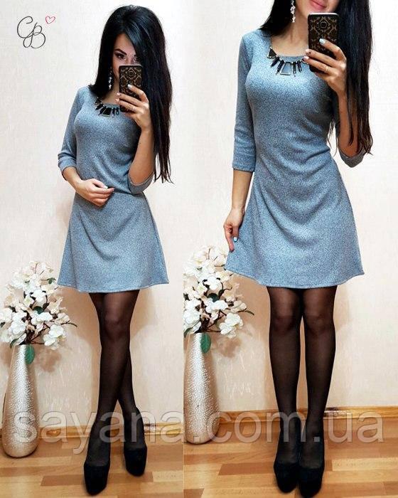 Женское платье с украшением в расцветках. МЛ-23-0417