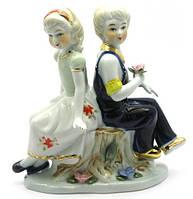 Мальчик с девочкой фарфор (15х14,5х6 см)