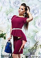Элегантное платье приталенного силуэта с двухцветным воланом, в комплекте с белым поясом.