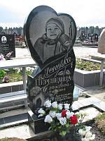 """Гранитный детский памятник """"Сердце"""""""