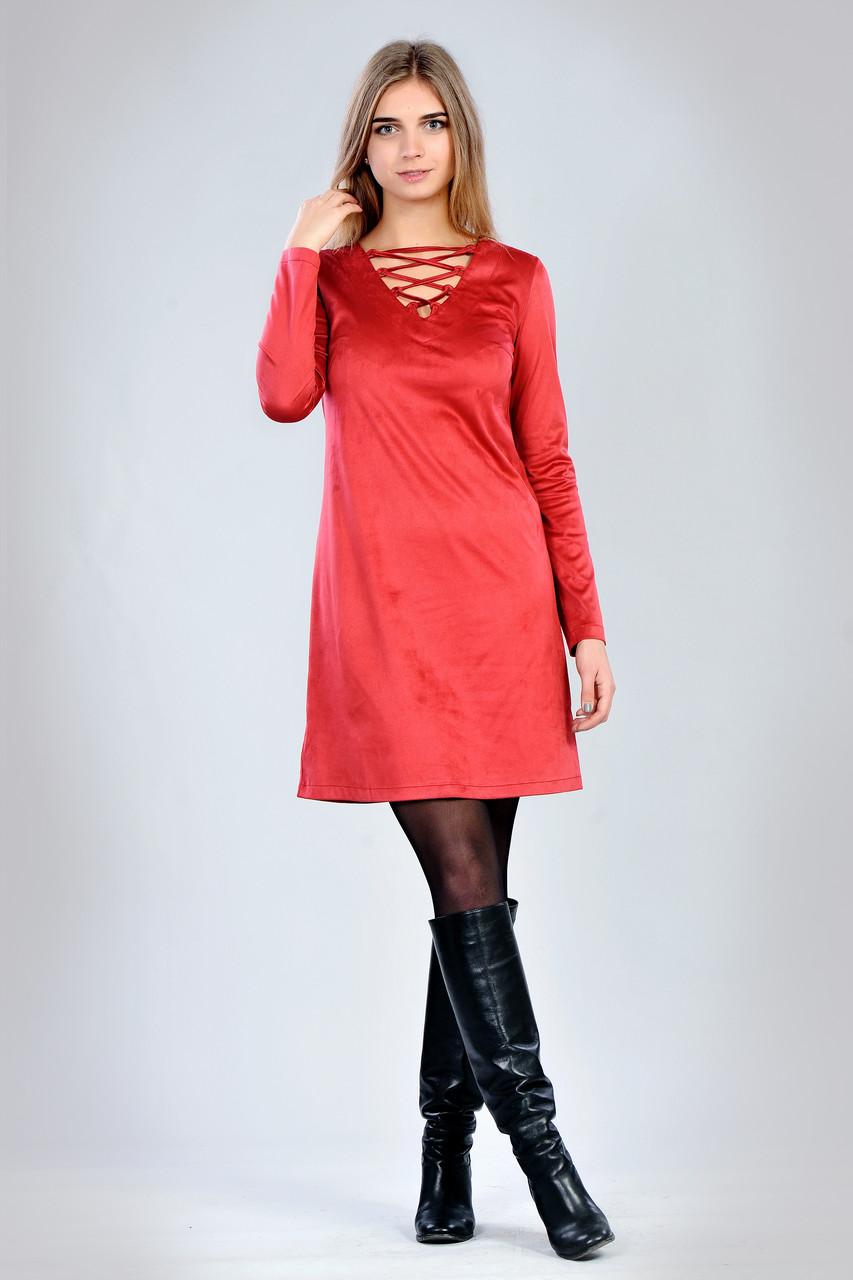 Короткое замшевое платье с интересным вырезом