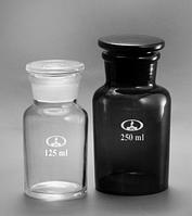 Бутыль с пришлифованной пробкой, широкое горло, светлое и темное стекло