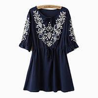 Синяя блузка с белой вышивкой