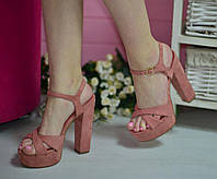 Красивые женские босоножки на широком каблуке,цвет корал