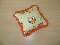 Подушка совы оранжевые на бежевом