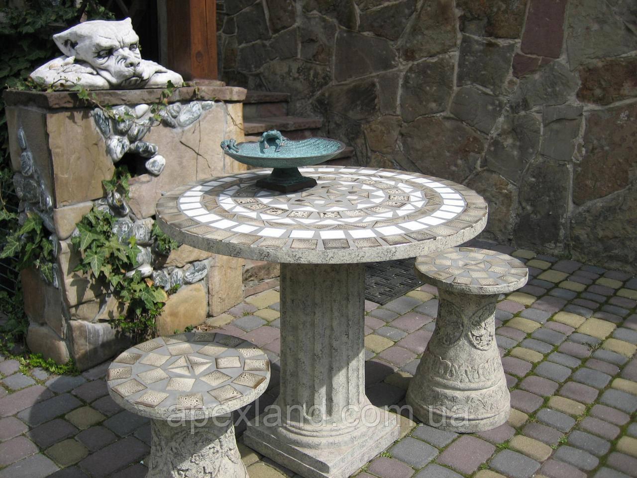 Мебель для сада из легкого и прочного полимерного материала.