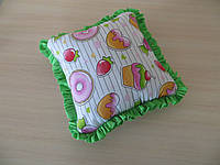 Подушка сладости с зелеными рюшиками
