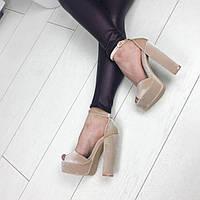 Светло-бежевые бархатные  босоножки на устойчивом каблуке 35 размер