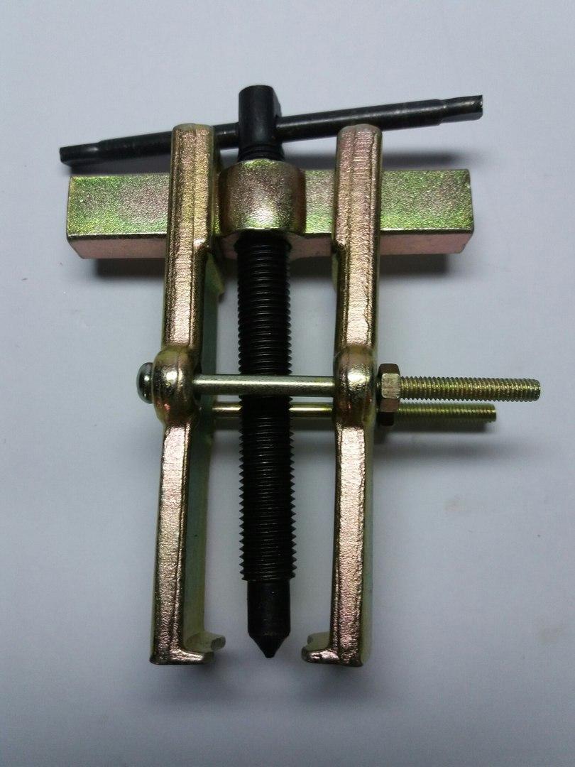 Съемник подшипников двухлапый золотистый с двумя прижимными винтами №2