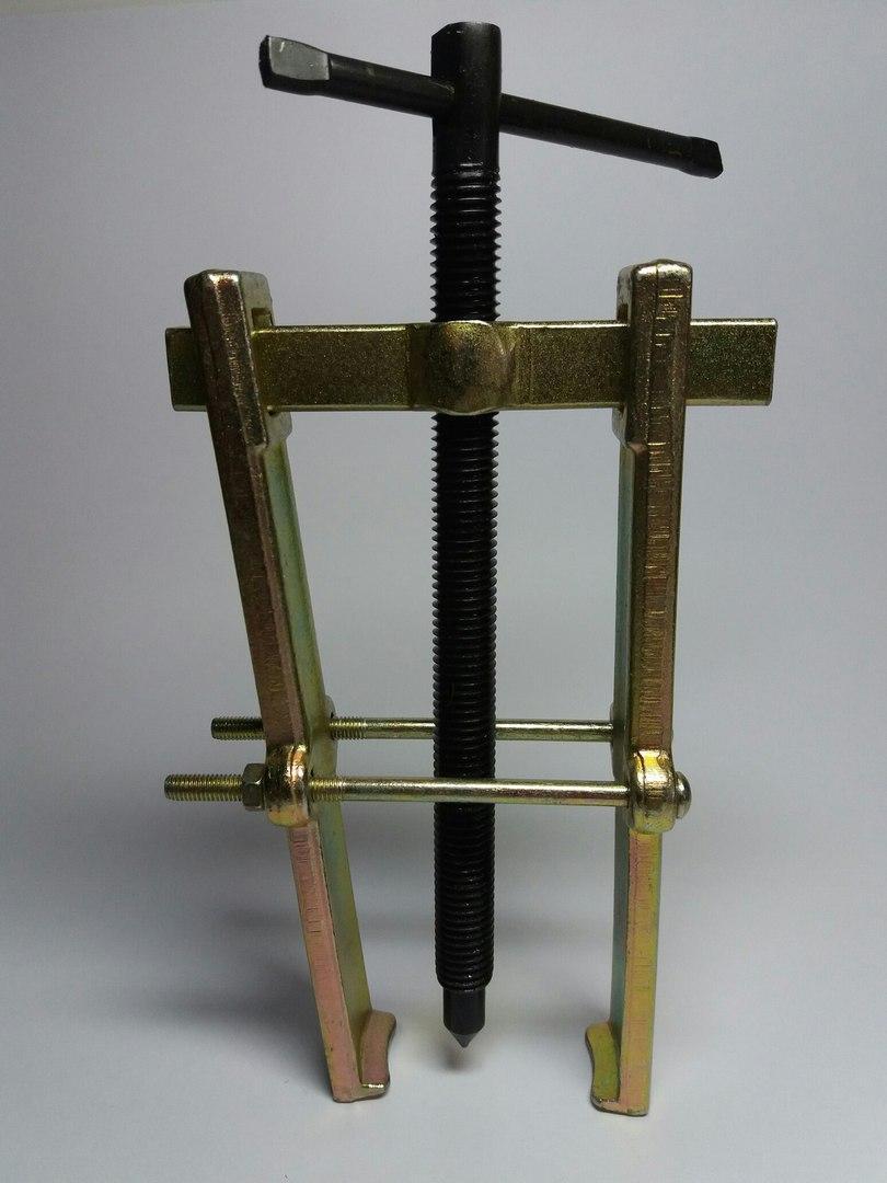 Съемник подшипников двухлапый золотистый с двумя прижимными винтами №5