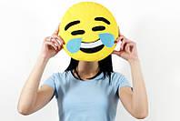 Смешная подушка emoji
