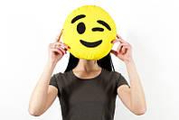Подушка emoji Подмигивающий смайл