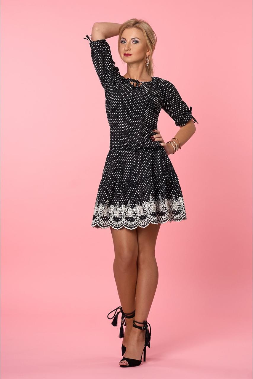 Легкое платье в горошек с кружевом по низу