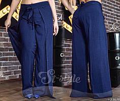 Оригинальные брюки со стильной накидкой.