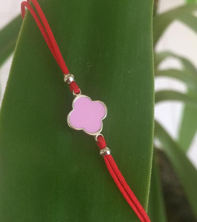 Браслет красная нить серебро Клевер розовый фото