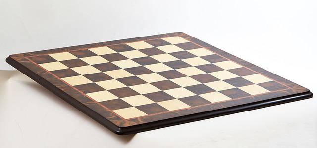 деревянная шахматная доска