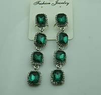 610 Длинные зелёные серьги из квадратных зелёных кристаллов. Серьги на выпускной бал.