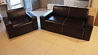 Комплект офисной мебели - диван и кресло из кожзама с подлокотниками