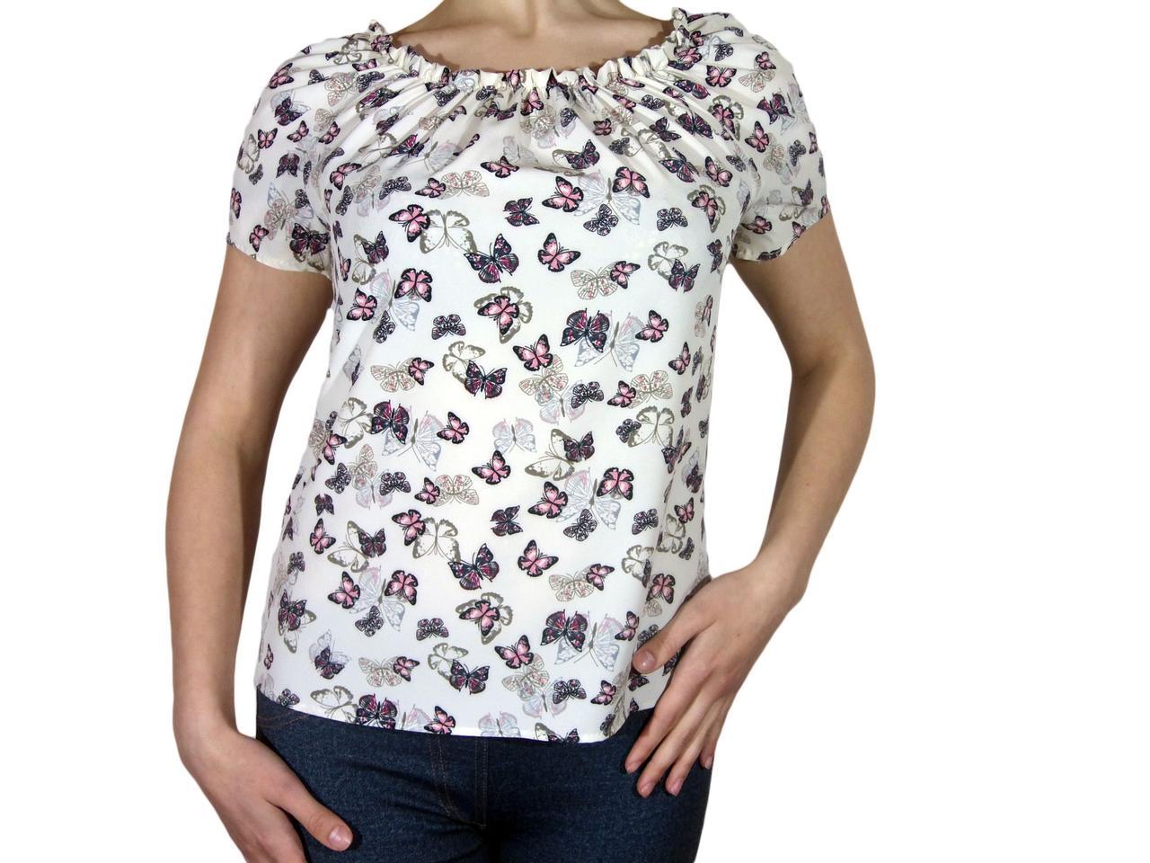 """Женская блузка с коротким рукавом и сборкой тм """"Tasani"""" айвори с бабочками"""
