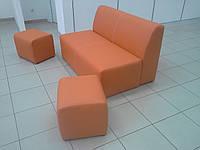 Комплект офисной мебели - диван и пуфики из кожзама .