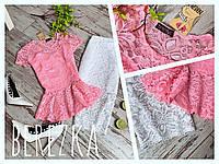 Блузка розовая из гипюра с баской