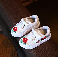 Стильні кросівки з вишивкою для дівчаток