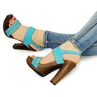 Женские босоножки голубого цвета на каблуке