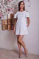 Короткое белое платье из льна