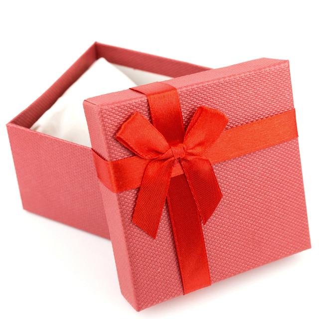 Подарочная коробка с подушечкой для часов или браслета красная