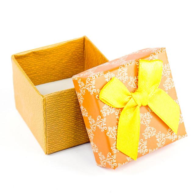 Коробочка з прорізом для колечка помаранчева з жовтим бантиком