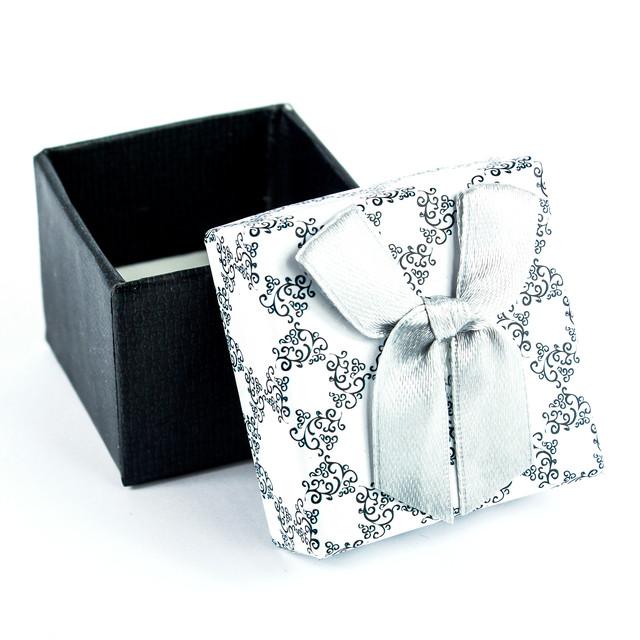 Коробочка з прорізом для колечка чорно-біла з сірим бантиком