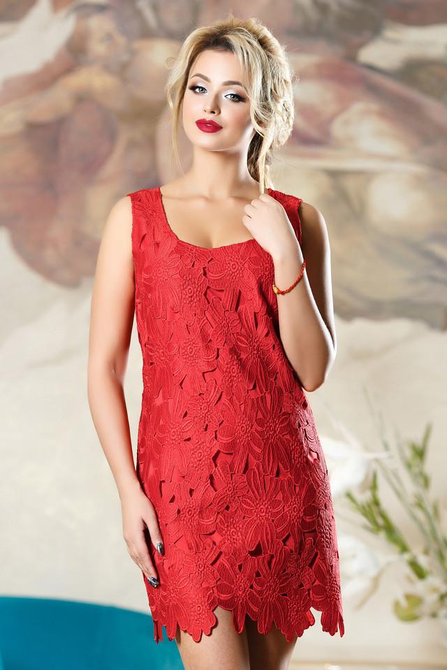 2fd49bb226fd5aa Платье простого приталенного кроя умело подчеркнет все достоинства фигуры,  при этом будет выглядеть легко и ненавязчиво. Резные цветы, расположенные  по всей ...