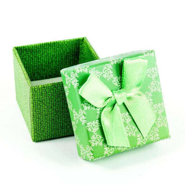Коробочка з прорізом для колечка зелена