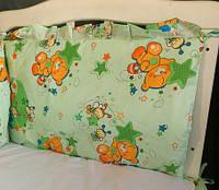 Защита на кроватку Мишка с пчёлкой на луне салатовая