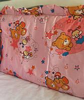 Защита на кроватку Мишка с пчёлкой на луне розовая