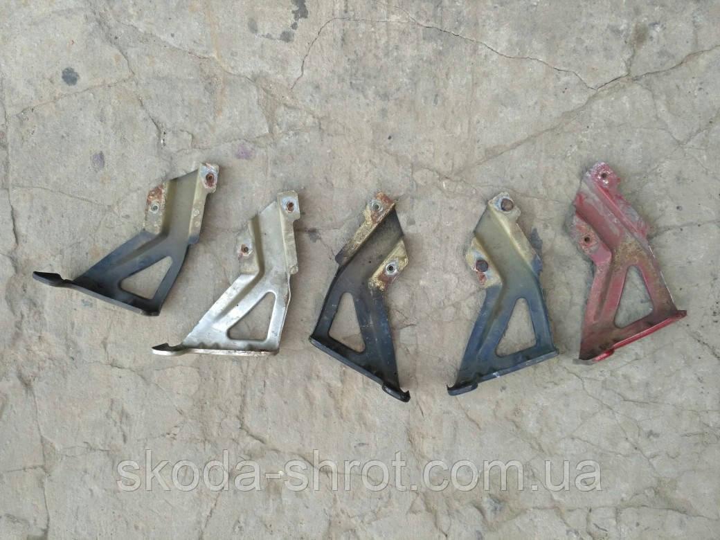 Кронштейн крепления крыла Skoda Octavia Tour левый правый 1U0821142 1U0821141