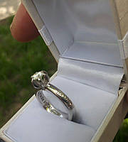 Кольцо серебро с муассанитом бриллиантом . Размер 18.