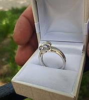 Кольцо серебро с муассанитом бриллиантом . Размер 17.