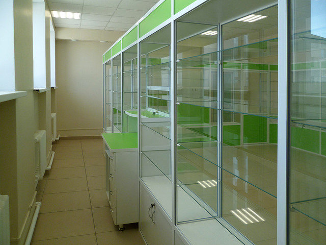 Аптечные витрины из алюминиевого профиля