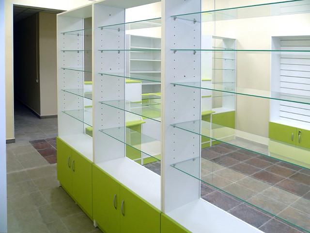 Передняя линия витрин для аптеки