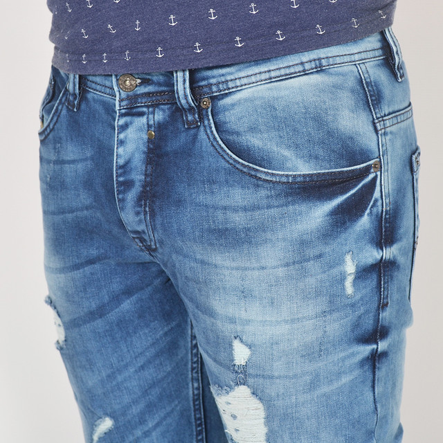 Джинсові штани ніколи не кошлатяться і довгий час зберігають свій  первозданний зовнішній вигляд. Джинсові штани створять чудовий ансамбль з  ... d65d2f81e99d3