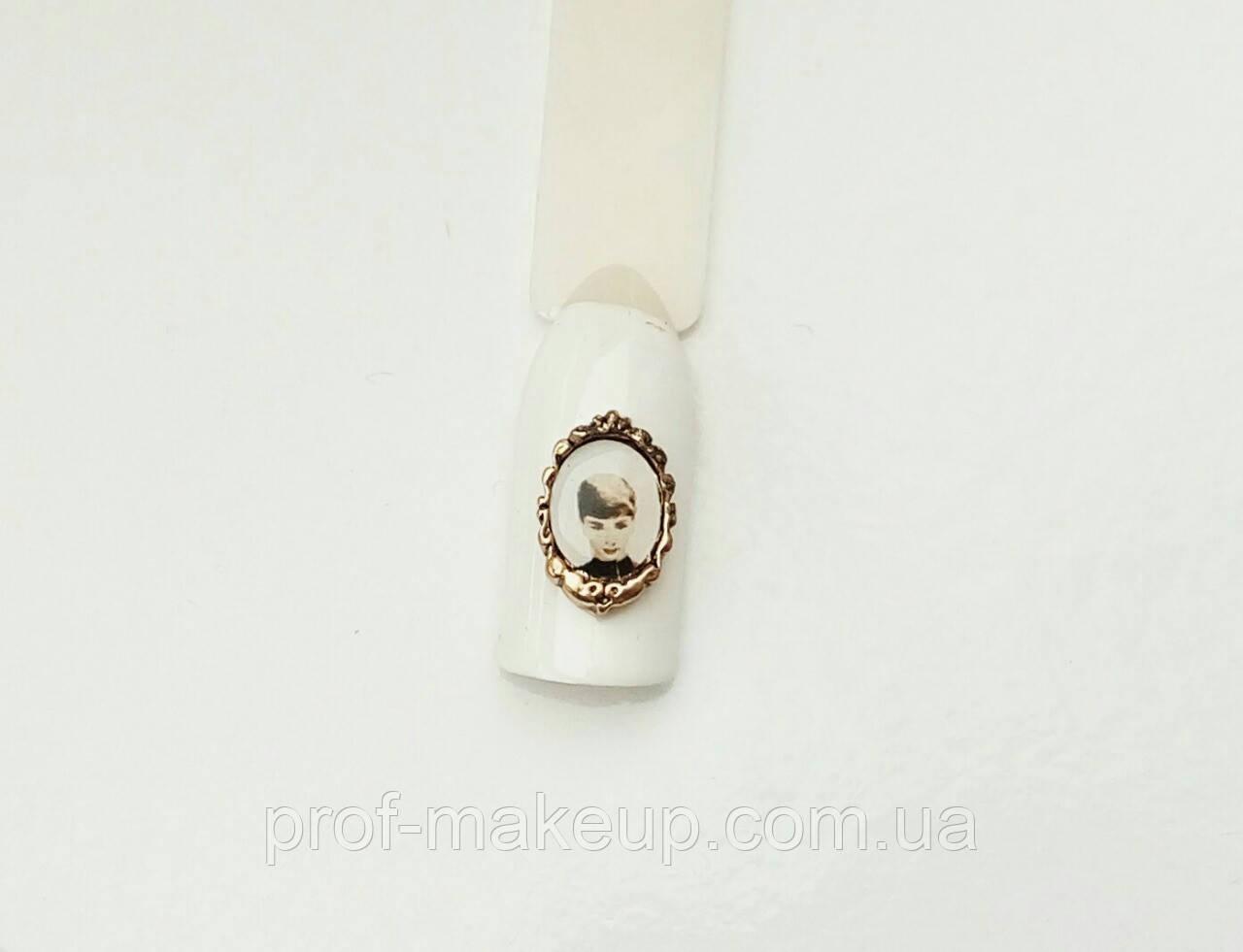 Украшение на ногти 3D Одри Хепберн.