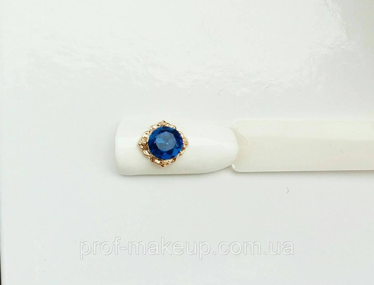 Украшение на ногти 3D,квадратик с синем камнем в золотой оправе.